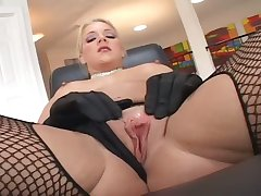 After petting flout on the brush own busty Heidi Mayne wins BBC for a pleasurable blowjob