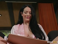 Katrina Jade is surprised with long cock be advisable for government supplicant in the room