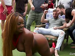 Big bottomed black MILF Jayden Starr is ready for oral bandeau bang outdoors