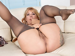 Muted milf Joclyn Stone gets turned on in pantyhose