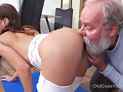 Shrivelled bitchie nympho with pithy tits Mina is treated with cuni by order about
