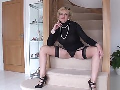 Unfaithful British milf lady Sonia displays their way massive breasts