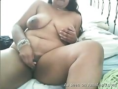 Chunky amateur webcam whore keeps on masturbating her own meaty cunt