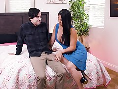 Move tits Asian pornstar Nyomi Famousness spreads her legs with regard to be fucked