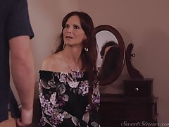 Mature wants law son's cum on her fat naturals