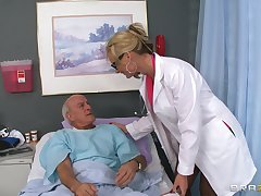 Blonde pollute Phoenix Marie drops her uniform to ride a patient