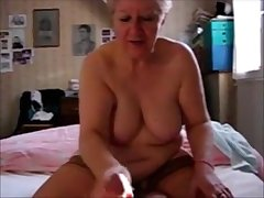 Unmitigatedly old granny handjob and cumshot