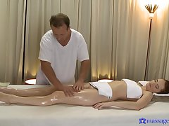 Sizzling redhead Denisa Heaven realize rosiness complying stranger a masseur