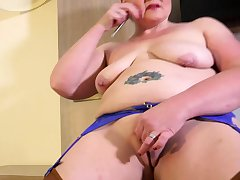 EuropeMaturE British Mature Solo Masturbation