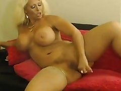 Alura playing in the matter of scruffy pussy