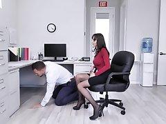 A lucky man fucks his sexy boss Lexi Luna respecting order down earn a promotion