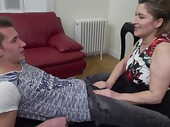 Mature blonde amateur Teresa Lynn takes a hard heavy dick relating to her holes