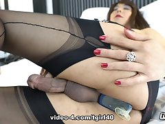 Jasmine's A Very Off colour Cumming Session - TGirl40