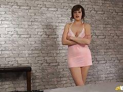 Torrid sexy hottie Kate Anne loves exposing her really big boobies